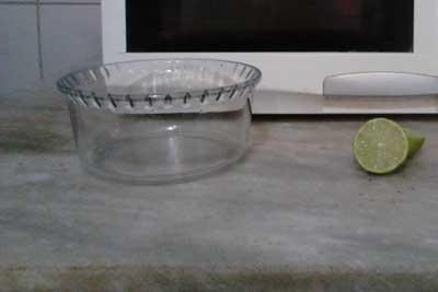 Limpar microondas recipiente de água