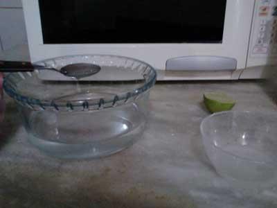 Recipiente de água adicionar o limão