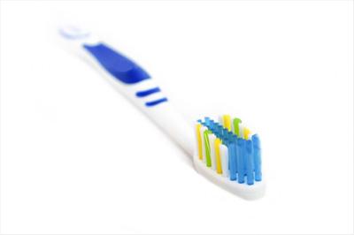 Como limpar escova de dentes.