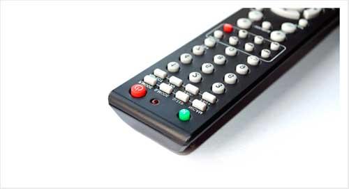 Imagem ilustrativa sobre como limpar um controle remoto.