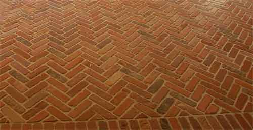 Como limpar pisos revestidos de tijolos.